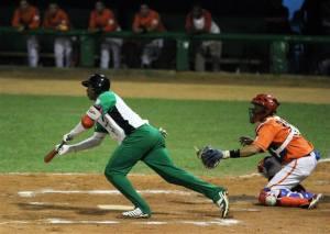 Los sureños rompieron el cero-hit-cero-carrera de Freddy Asiel Álvarez con toques de bola. (Foto: Aslam Ibrahím Castellón)