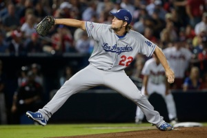 Kershaw volvió a estar imbateable en la victoria de los Dodgers sobre los Bravos. (Foto: John Bazemore/AP)