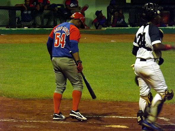 ADR54 se prepara para batear. (Foto: Reynaldo Cruz)