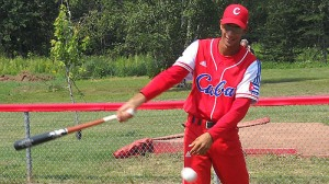 Avilés castigó al pitcheo santiaguero. (Foto: Tomada de Zona de Strike)
