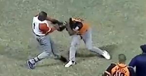 Afortunadamente, Demys falló el swing contra Freddy Asiel. (Fotograma de Video)