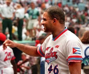 Omisiones: ¿Se volvería a hablar del récord de jonrones en Cuba si Orestes Kindelán se marchara? (Foto: Eric Risberg/ AP)