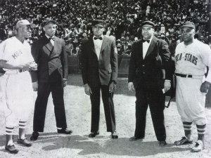 Bob Motley (al centro) con Buck O'Neil, Sylvester Vaughn, Frank Duncan, Oscar Charleston (de izquierda a derecha). (Foto: Cortesía del Entrevistado)