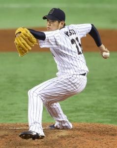 Yuki Nishi lanzó par de innings con un pelotazo, un boleto y cuatro ponches. (Foto: KYODO)