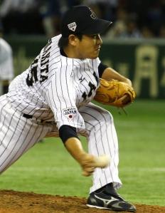 Kazuhisa Makita se complicó con dos boletos en el octavo inning, pero ponchó a dos y no permitió hits. (Foto: KYODO)
