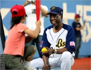 Chico Barbón mantiene su carácter jovial. (Foto: The Asahi Shimbun)
