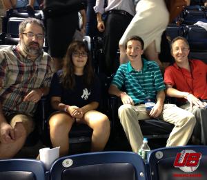 De izquierda a derecha Marc Smilow, Haley Smilow, Matt Nadel y Steve Nadel en el Yankee Stadium. (Foto: Cortesía de MArc Smilow)