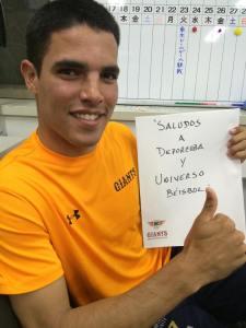 Héctor Mendoza enviando un saludo. (Foto: Cortesía del entrevistado)