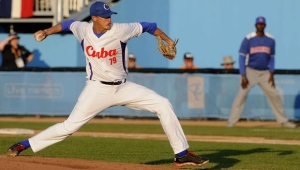 Lázaro Blanco, abridor del equipo Cuba, permitió dos por jonrón y se apuntó el triunfo . (Foto: Roberto Morejón/ AIN)