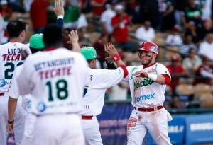 El Chato Vázquez pegó jonrón decisivo. (Foto: EFE)