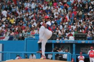 Freddy Asiel Álvarez sacó cuatro outs y fue el ganador. (Foto: Reynaldo Cruz/ UB)