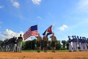 Los cubanos y el equipo de Glastonbury alineados antes del último partido. (Foto: Reynaldo Cruz/ UB)