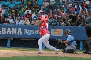 Yosvani Alarcón pegó triple ante los Tmpa Bay Rays, y se perderá el Clásico Mundial de Béisbol. (Foto: Reynaldo Cruz/ Archivo de UB)